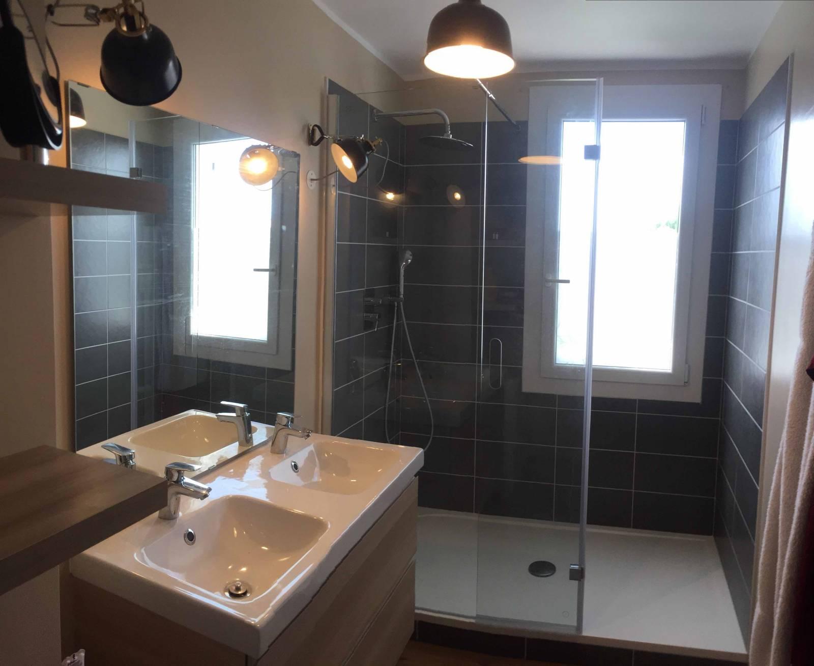 Architecte int rieur r novation salle de bains dans une maison sur la fare les oliviers agence mrc - Salle de bain architecte d interieur ...