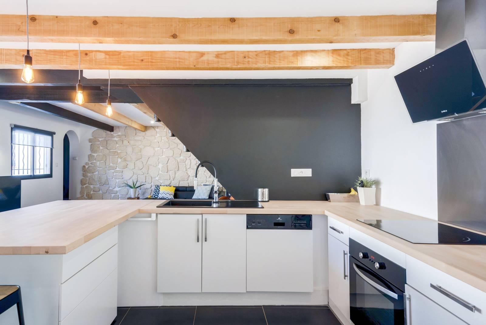 Cuisine Style Ancien rénovation intérieure dans le style industriel d'un salon et