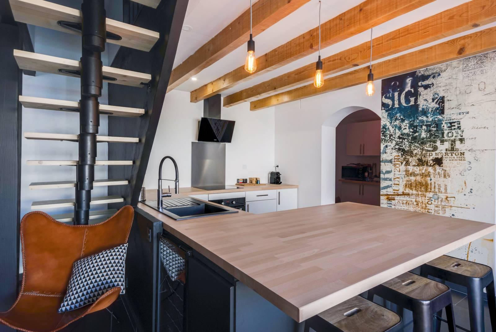 r novation d 39 une cuisine dans une maison au style industriel par l 39 agence mrc dans les bouches. Black Bedroom Furniture Sets. Home Design Ideas